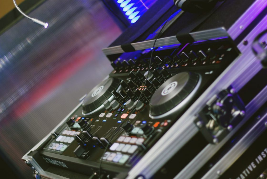DJ Controller mit Party DJ mieten ?